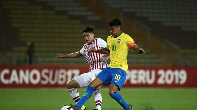 Reinier em ação pelo Brasil Sub-17 diante do Paraguai