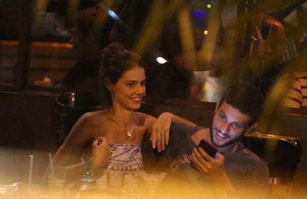 Laura Neiva e Chay Suede (Foto: Thiago Martins / AgNews)