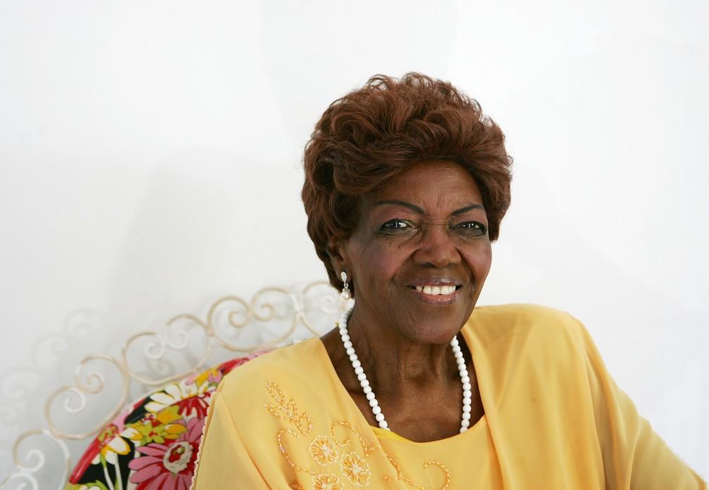 A cantora e compositora Dona Ivone Lara posa para foto durante uma entrevista no Rio de Janeiro em março de 2010 (Foto: Paulo Vitor/Estadão Conteúdo/Arquivo)