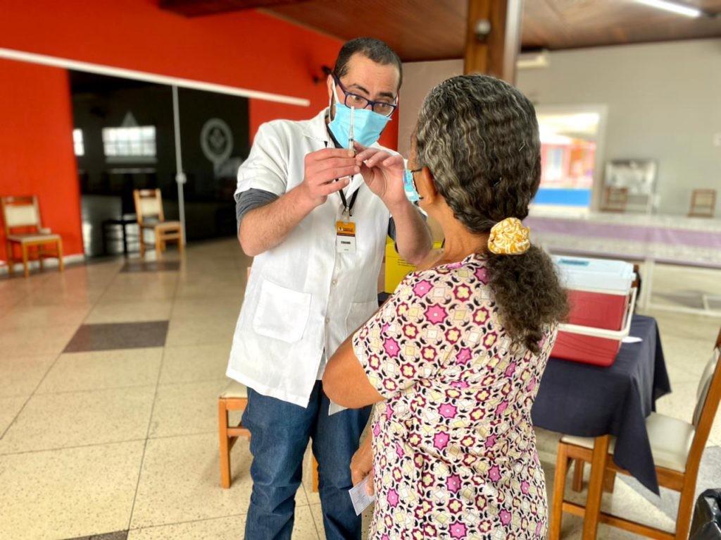 Vacinação contra a Covid para pessoas entre 57 e 56 anos é neste sábado em Sorocaba