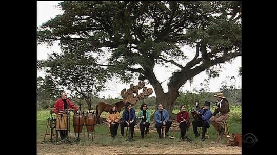 Grupo Canto Livre foi convidado do 'Galpão Crioulo' em 2002; reveja a apresentação