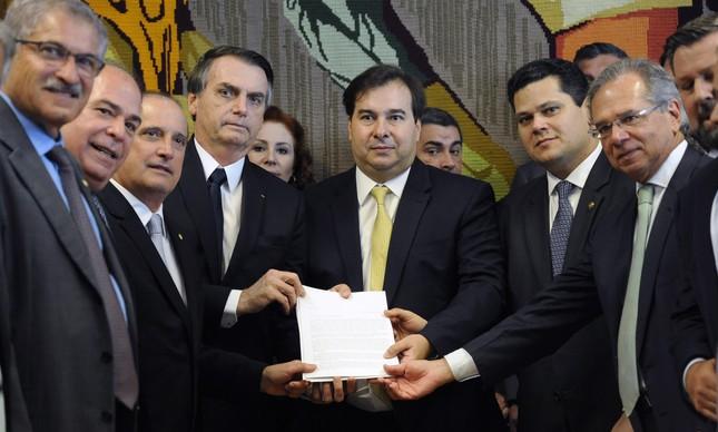 Bolsonaro apresenta a proposta de reforma da Previdência ao Congresso