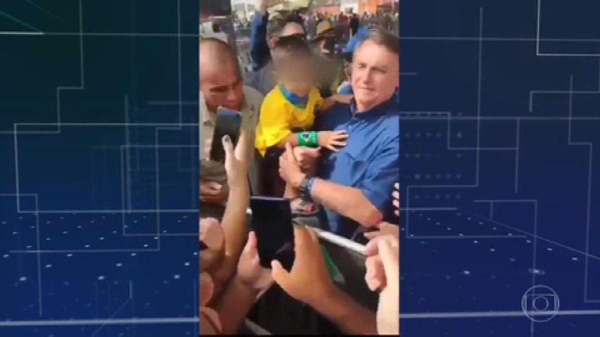 Bolsonaro tira máscara de menino em evento no Rio Grande do Norte
