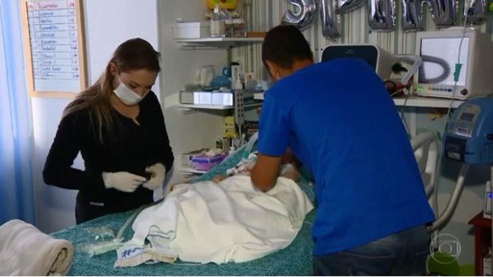 Família fez campanha para arrecadar recursos para pagar tratamento do bebê (Foto: reprodução TV Globo)