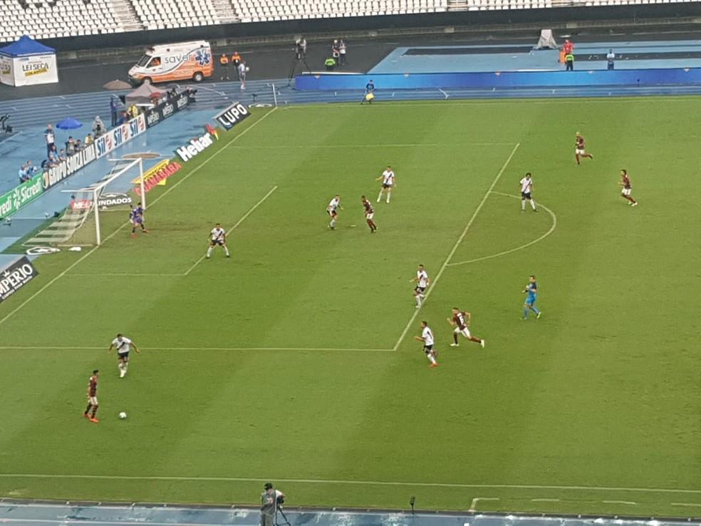 Com Arrascaeta na esquerda, Gabigol na direita, Everton Ribeiro na armação e Bruno Henrique de centroavante, Flamengo começou confuso, mas se amurrou no intervalo — Foto: Marcelo Baltar