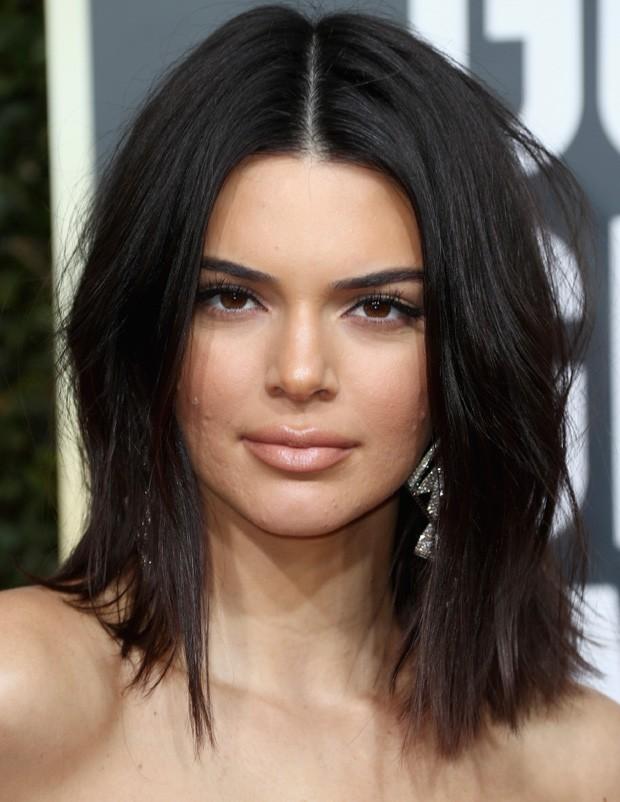 Kendall Jenner aceitou suas espinhas durante o Golden Globes (Foto: Getty Images)