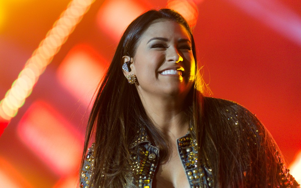 A cantora Simone se apresenta sem a irmã, Simaria, no Ribeirão Rodeo Music 2018 (Foto: Érico Andrade/G1)