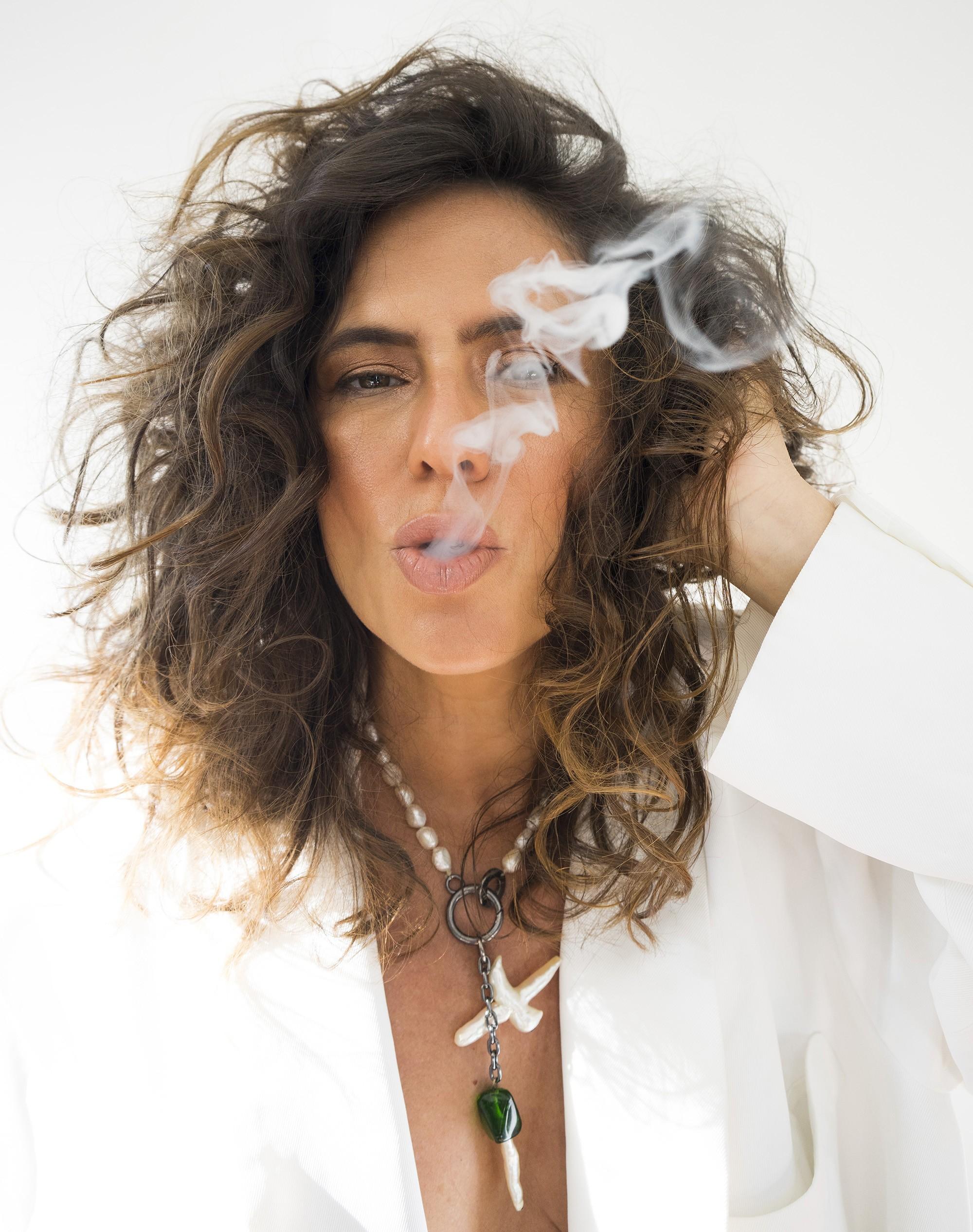 Silvia Machete segue na pele de 'Rhonda', lança single 'Let's split tonight' e prepara edição em LP de álbum em inglês