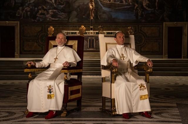 John Malkovich e Jude Law em 'The new Pope' (Foto: Divulgação)