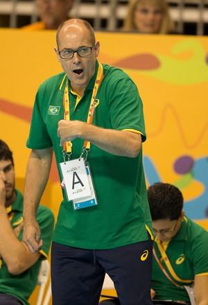 O técnico Morten Soubak achou o estilo de jogo das mexicanas diferente do das canadenses e das portorriquenhas (Foto: Cinara Piccolo/Photo&Grafia)