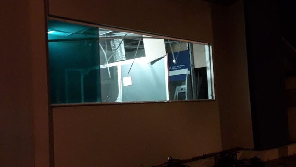 Agências ficaram destruídas após ação de bandidos em MS — Foto: Polícia Civil/Divulgação