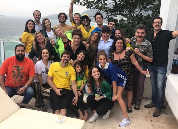 """Alessandra Negrini e colegas de """"Orgulho e Paixão"""" (Foto: Reprodução/Instagram)"""