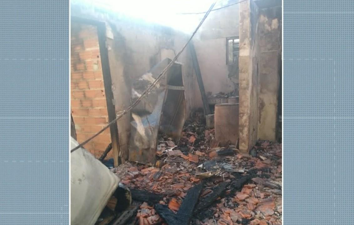 Incêndio destrói casa no bairro Cecap, em Piracicaba