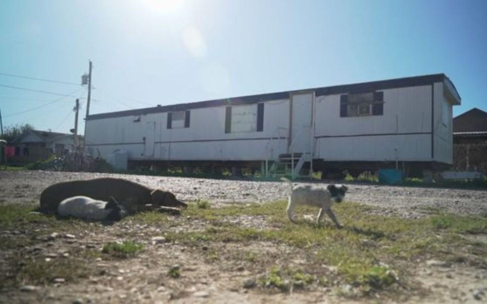 As casas-trailer são comuns na cidade de Escobares — Foto: BBC