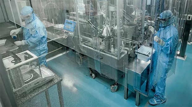 Funcionários nos laboratórios da Blau: oncologia e biotecnologia no foco das pesquisas (Foto: Alexandre Battibugli)