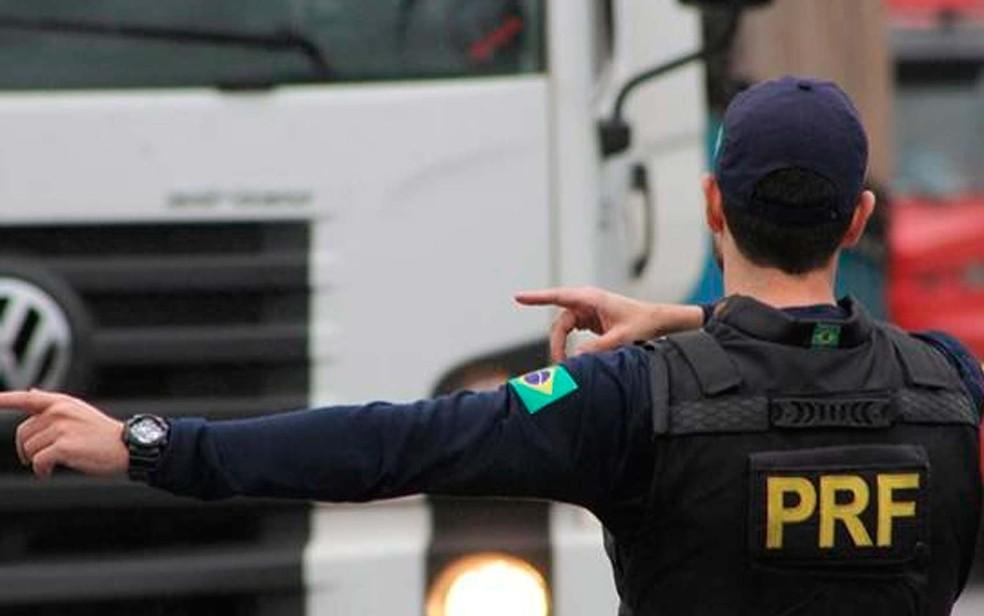 Fiscalização da PRF em rodovias federais na Bahia — Foto: Divulgação/PRF