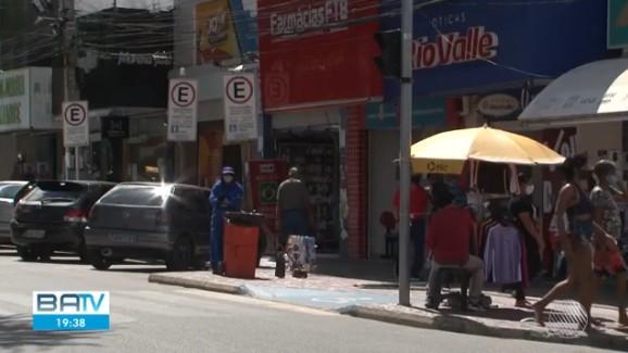 Com comércio fechado em Juazeiro, moradores atravessam ponte para fazer compras em Petrolina