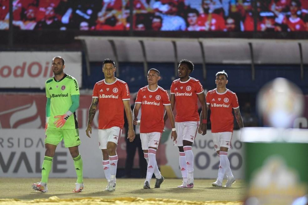 Marcelo Lomba, Musto, Marcos Guilherme, Moisés e Saravia no Gre-Nal — Foto: Ricardo Duarte/Inter