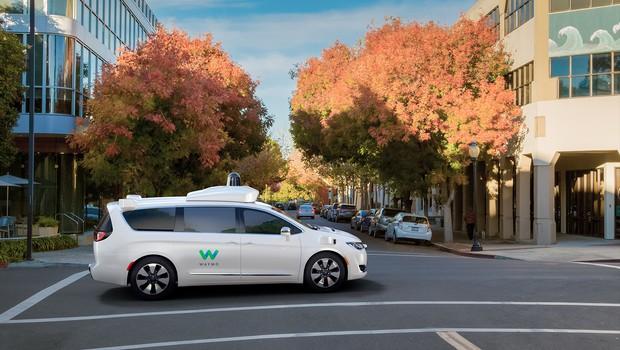Minivan da Waymo usada nos testes que visam criar carros 100% autônomos (Foto: Divulgação/Waymo)