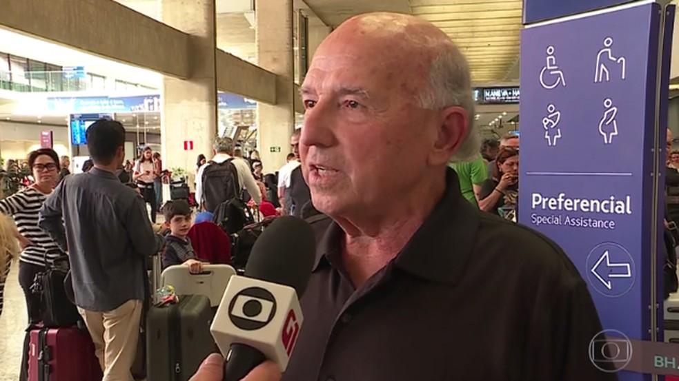Sidnei Moura, um dos passageiros do voo LA8084, disse que viu o comandante emocionado após pouso — Foto: Reprodução/TV Globo