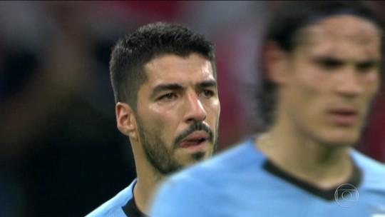 Dupla uruguaia Cavani e Suárez comanda jogo e brilha contra Portugal