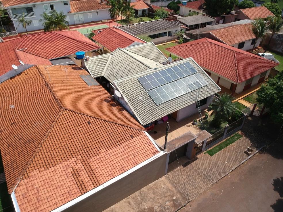 Placas solares ajudam na melhoria do conforto térmico dos ambientes internos. — Foto: Crea/Arquivo Pessoal