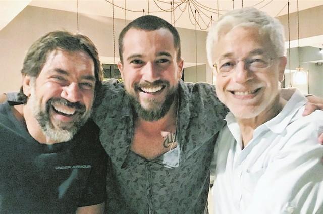 Ricardo Vianna entre Javier Barden e Juan Corazza.  (Foto: Arquivo pessoal)
