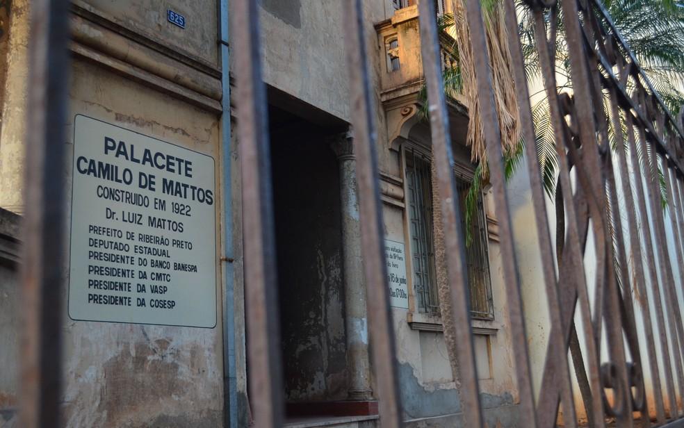 Palacete Camilo de Mattos foi construído em 1922 e tombado como patrimônio histórico pelo Conppac em 2008 em Ribeirão Preto, SP — Foto: Werlon Cesar/G1