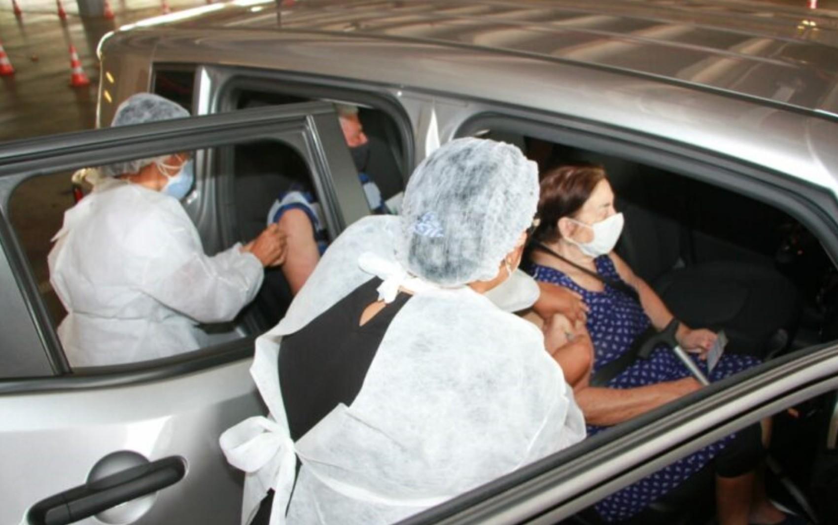 Goiânia começa a vacinar contra Covid-19 idosos com 62 anos ou mais a partir de sábado; veja locais