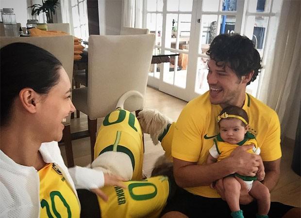 José Loreto e Débora Nascimento com Bella (Foto: Reprodução)