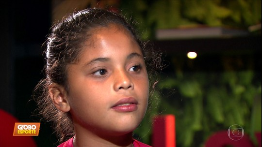 Menina proibida de jogar torneio com meninos em SC realiza sonho em campeonato de SP; vídeo