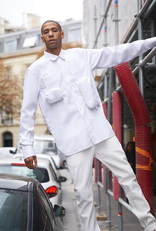 All white: Sucesso em algumas temporadas, o look todo branco, na visão de Virgil, além de chique, é utilitário (Foto: Leo Faria)