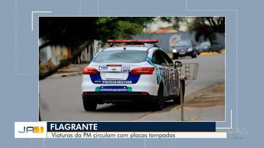 Carros da Polícia Militar são flagrados circulando com placa tampada, em Goiânia