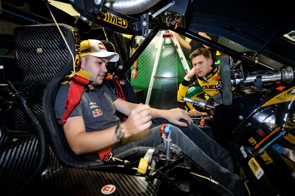Felipe Fraga (esq.) e o holandês Nick Catsburg (dir.) formam dupla para primeira prova do ano (Foto: Duda Bairros / Stock Car)