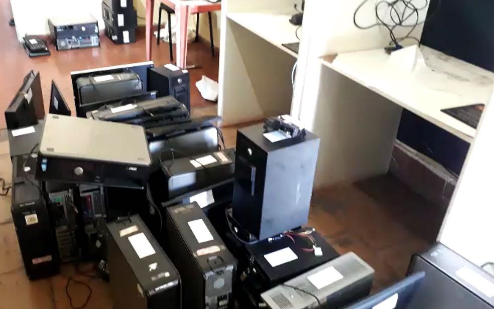 Computadores apreendidos em bingo em Barretos, SP — Foto: Polícia Civil/Divulgação