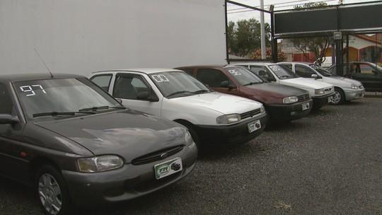 Homem finge ser cliente para furtar carros de lojas em test drive no interior de SP