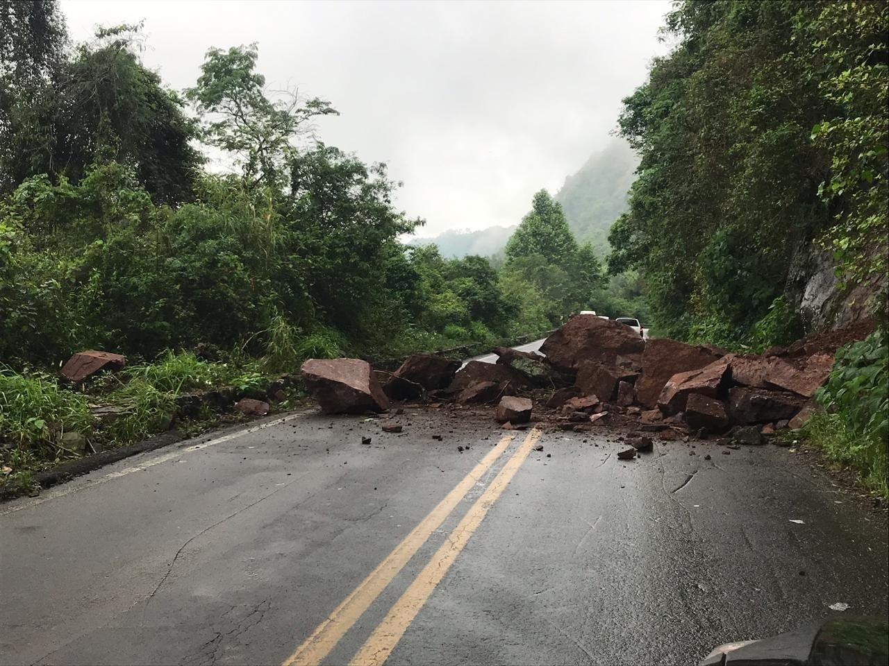 Desmoronamento de pedras provoca interdição de trecho da BR-116, em Nova Petrópolis - Notícias - Plantão Diário