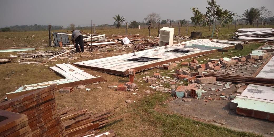 Igreja é derrubada por forte vendaval em distrito de Jaru, RO - Notícias - Plantão Diário