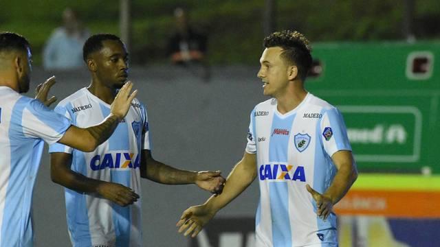 Dagoberto fez o segundo gol do Londrina