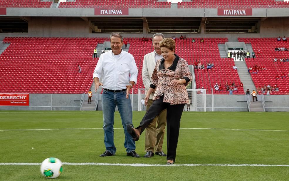 O então governador de PE Eduardo Campos e a presidente na época, Dilma Roussef, na inauguração da Arena de Pernambuco (Foto: Roberto Stuckert Filho/PR)