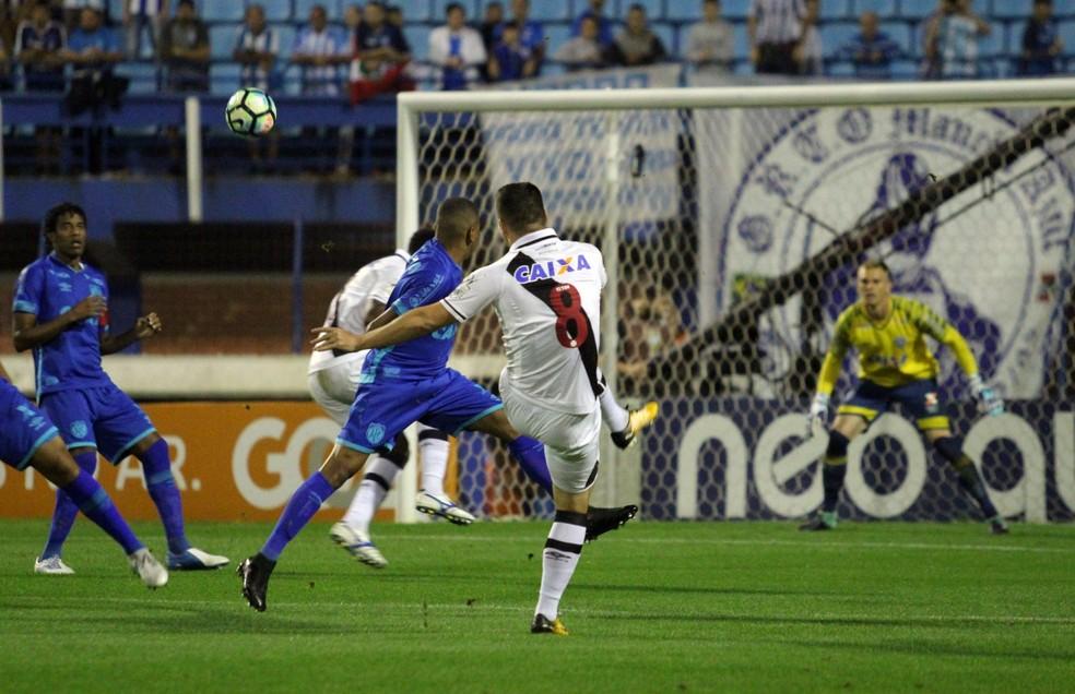 Wagner faz golaço de fora da área com chute no ângulo (Foto: Carlos Gregório Jr/vasco)