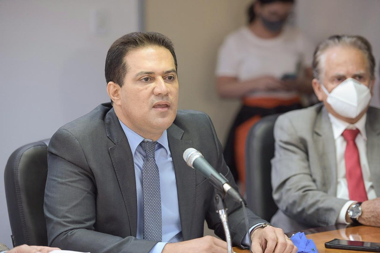 Após impasses, ex-secretário Ribamar Trindade toma posse como conselheiro do TCE no Acre