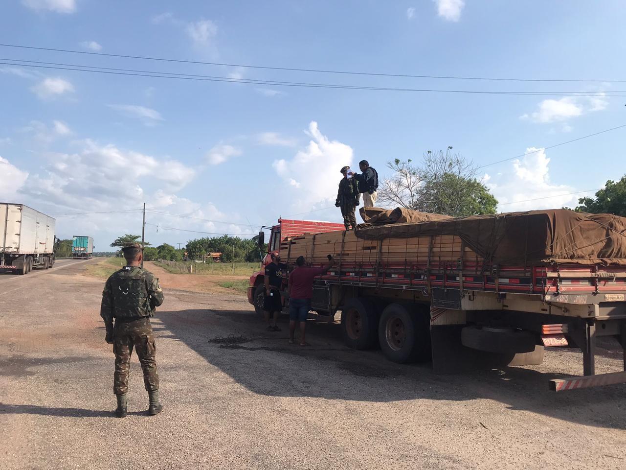Madeira ilegal é apreendida em operação conjunta do Exército e PRF em Ipixuna do Pará - Notícias - Plantão Diário