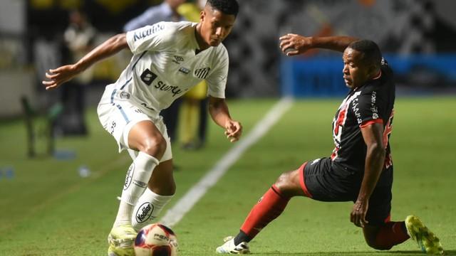 Ângelo em Santos x Botafogo-SP