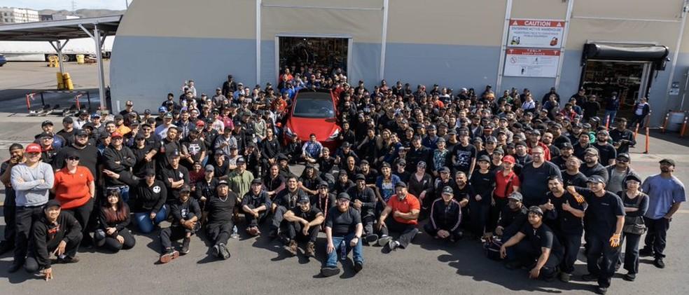 Tesla comemora 1 milhão de carros elétricos produzidos — Foto: Reprodução/Twitter