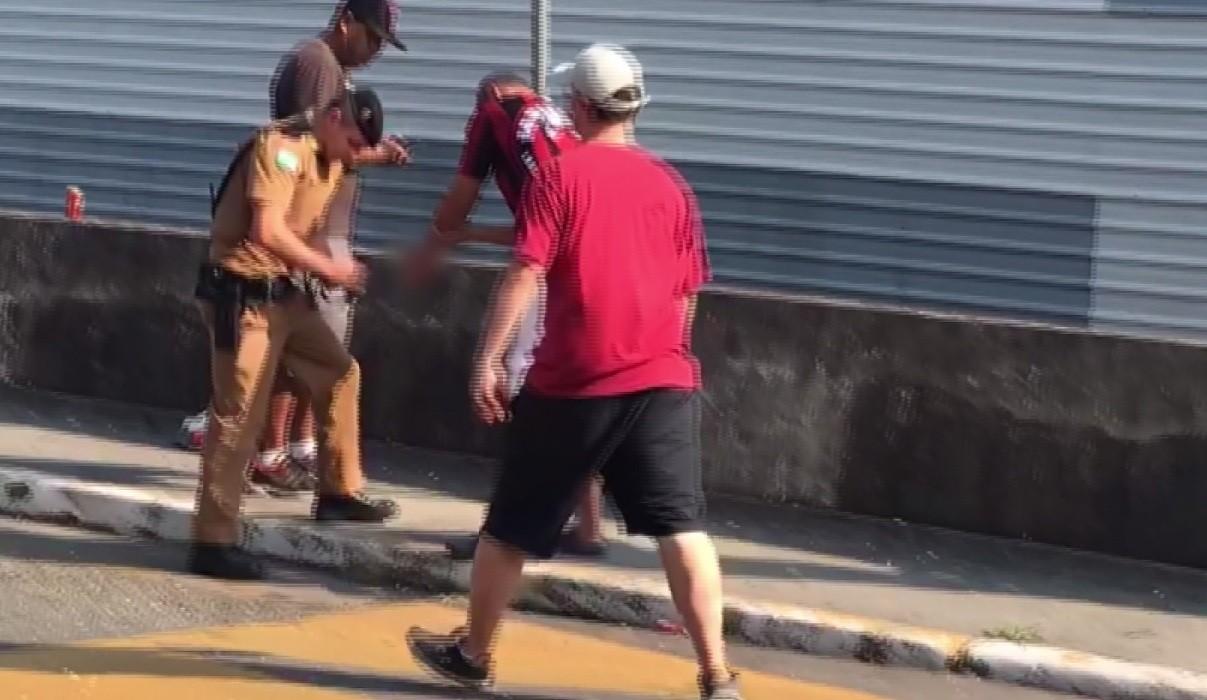 Torcedora do Inter cria vaquinha para atleticano que perdeu a mão com sinalizador - Notícias - Plantão Diário