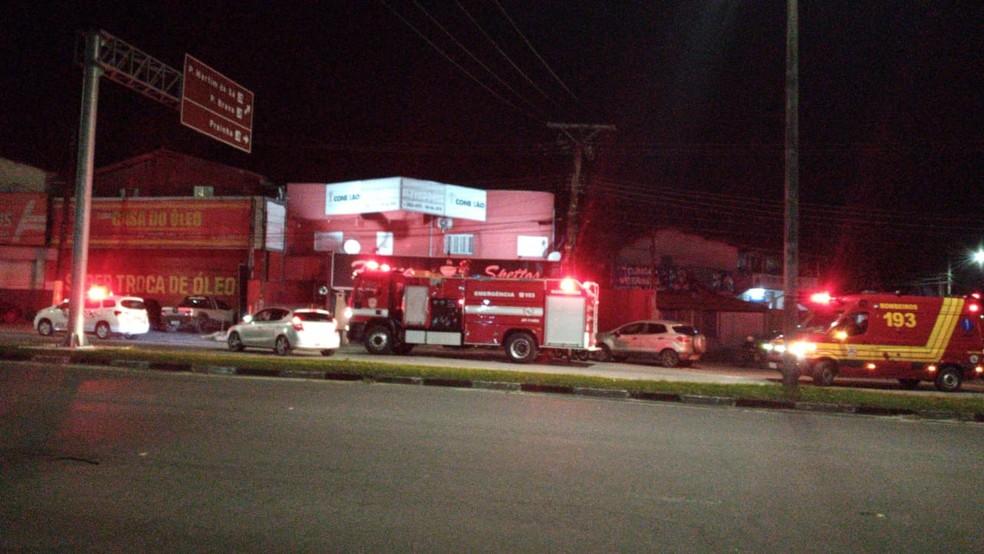 Criminosos ateiam fogo em comércio após furto em Caraguá — Foto: Djalma Palucci/Arquivo Pessoal