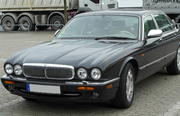 Jaguar Daimler V8 Super LWB 2001, parte da coleção da família real britânica (Foto: Reprodução Wikimedia/S 400 HYBRID)