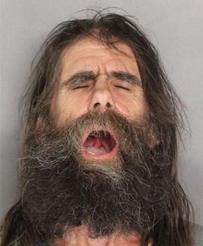 Americano boceja em foto após ser preso por atirar lança em carro ...
