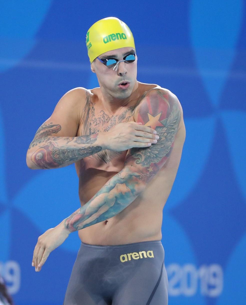 Bruno Fratus antes da prova dos 50m livre em Lima — Foto: Reuters
